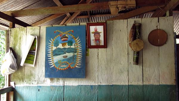 Interior de la casa de Taita Humberto Piaguaje en San José de Wisuyá, territorio SIona, frontera Ecuador – Colombia.