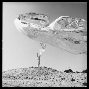 Lothar Wolleh, Portrait von Heinz Mack, The Sahara-Project, 1968 © Oliver Wolleh || ARTPRESS - Ute Weingarten
